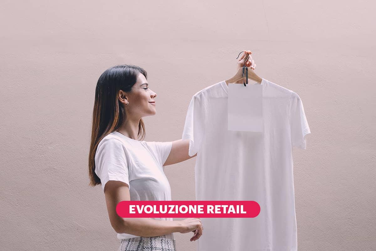 ragazza con t-shirt bianca partecipa a consulenza d'immagine